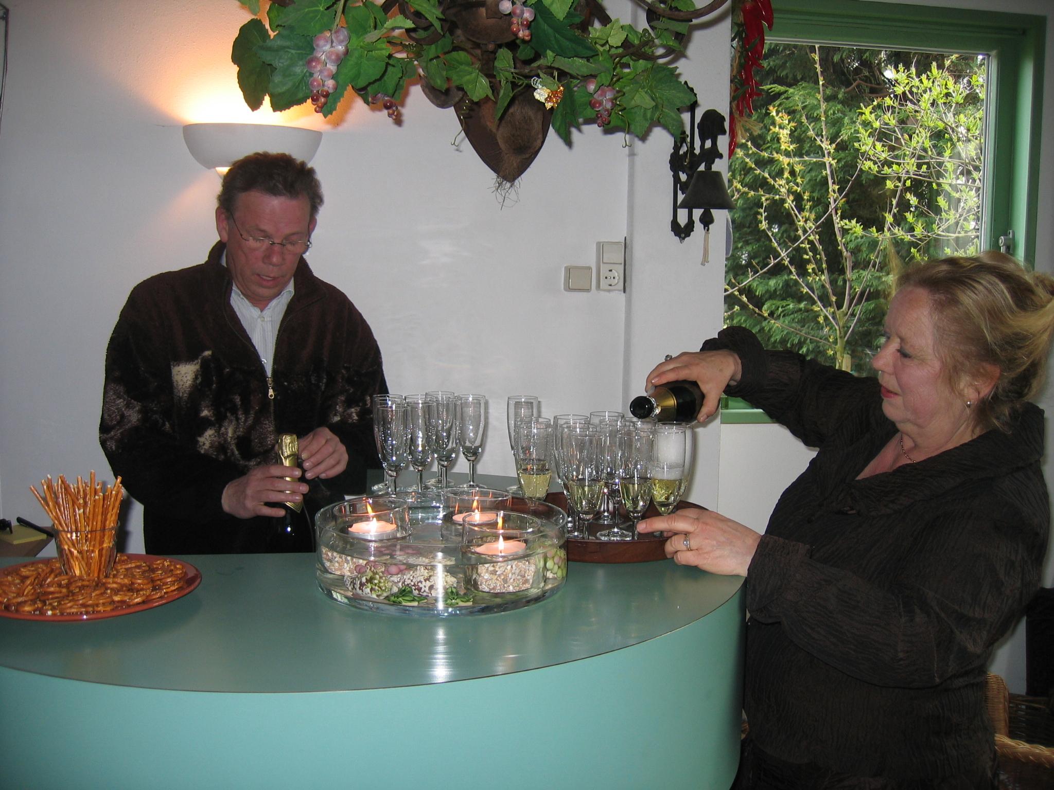 Aan de bar bij Elise Hagelin bij Le Château de ma Mère in Honselersdijk